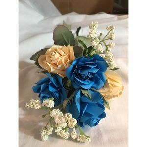 Paper roses bouquet blue and yellow green ribbon
